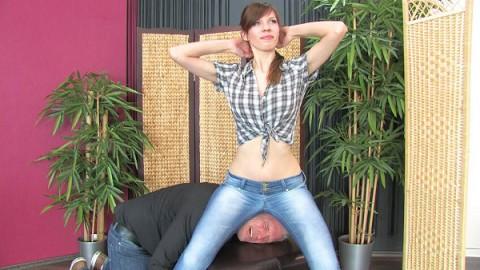 jeanssitting-erina-3