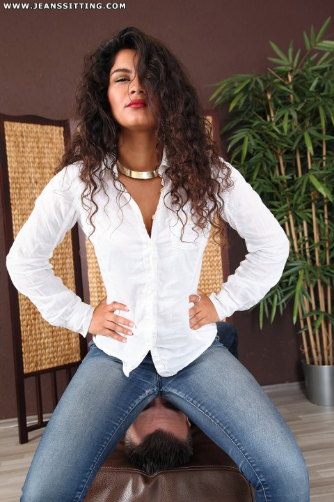 jeanssitting-giselle-3