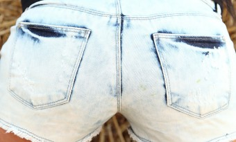 geiler-arsch-in-dreckiger-hot-pants-1