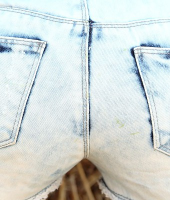 geiler-arsch-in-dreckiger-hot-pants-1