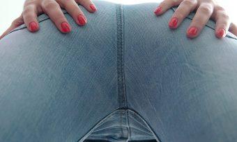 jeanssitting-mit-amber-1